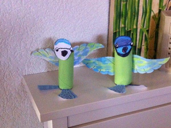 Petit oiseau r alis avec un rouleau de papier wc for Petit oiseau avec houpette